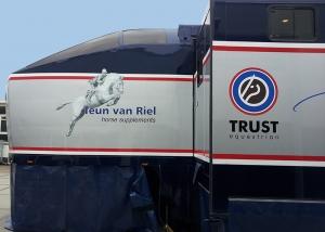 trailer belettering paardentrailer belettering