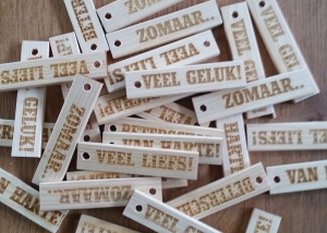 laser graveren labels hout